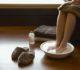 Парить ноги при простуде с горчицей — польза для здоровья
