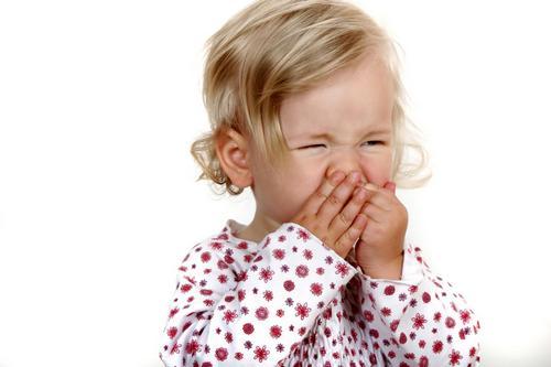 ребенок закрыл рот