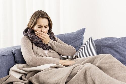 Сухой кашель у взрослого человека