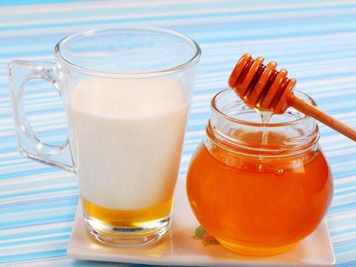 Молоко с маслом от кашля – в чем польза?