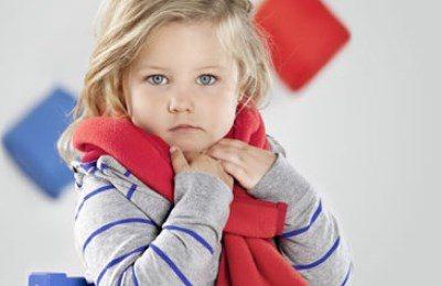 ребенок в шарфе