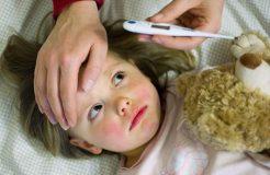 Причины высокой температуры у ребенка и методы ее снижения