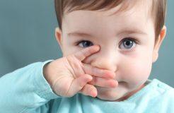 Почему у ребенка зеленые сопли и что с ними делать