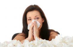 Причины насморка с кровью у взрослых и детей, их лечение
