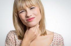 Почему болит в горле, но температуры и насморка нет