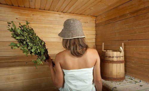 девушка с веником в бане